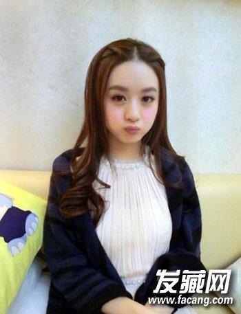 赵丽颖,把两边的头发编发,看起来甜美又个性,更加凸显圆脸萌妹纸的