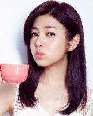 陈妍希的中长发发型 清纯发型酷似沈佳宜