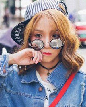 韩国女生潮流发型 最潮中长发蛋卷头发型