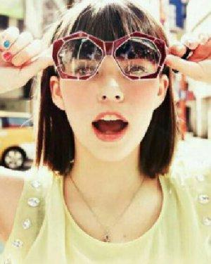 女大学生流行发型推荐 甜美的平刘海与齐肩短发
