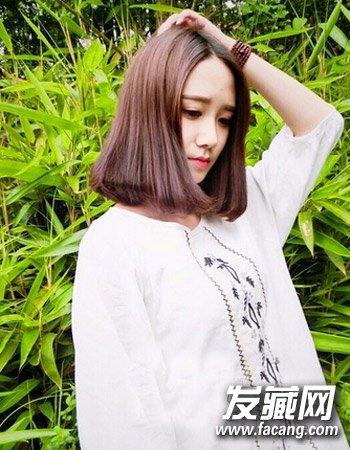 短发发型       很清新森女风短发发型,气质的中分与齐肩短发打理出来图片