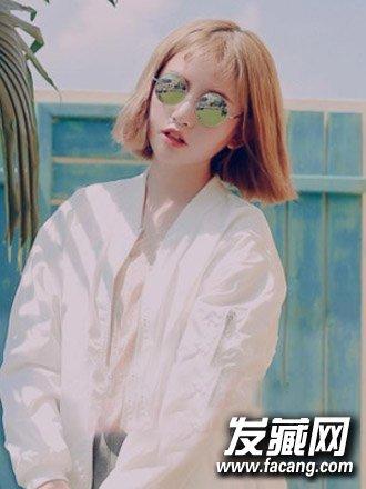 导读:很时尚的一款中短发 发型 ,薄薄的 刘海 凸显出可爱呆萌的一面