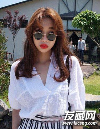 韩国女生中分发型 浅栗色的染发颜色图片