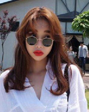 韩国女生中分发型 浅栗色的染发颜色