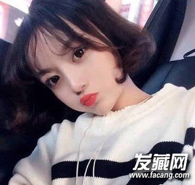 小圆脸的妹子适合的一款短发发型,短发将发梢烫卷发,搭配中分空气刘海图片