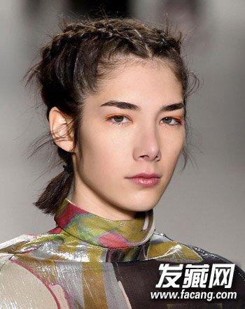lob也可以试试这样的经典法式辫子,这款辫子是从运动员的发型中得到的