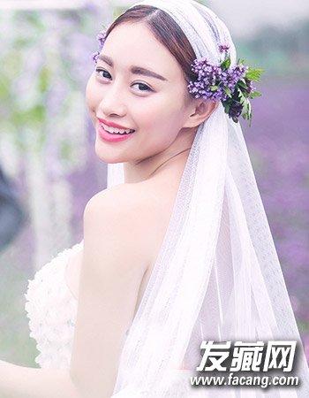 喜欢复古造型的准新娘当然可以尝试优雅的复古风,所以将头纱固定在