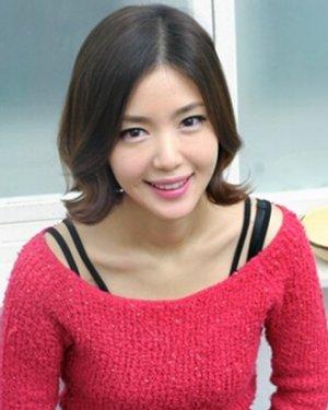 精选五款甜美修颜的韩式荷叶头发型