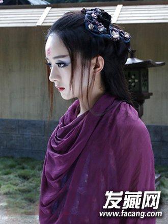 赵丽颖后背上紫色花纹身 背后有一段故事