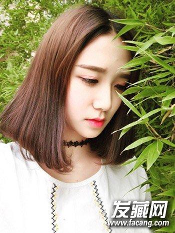 梨花头是很适合圆脸女生的一款唯美发型设计,齐肩的中长直发烫出内扣图片