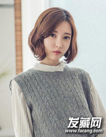 气质的中分与中短发发型的设计,时尚的韩式中短发烫发,这款微卷发型的图片