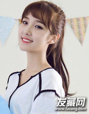 形式的空气刘海造型与高马尾的直发扎发同样很显90后女生的甜美可爱风