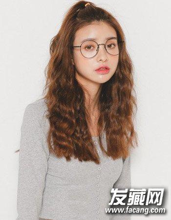 清纯校园学生发型(3)  导读:学生的发型三 时尚的 中长发 烫发 ,这种图片