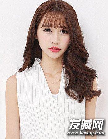 内扣形式的齐刘海造型设计 时尚发型真好用(2)