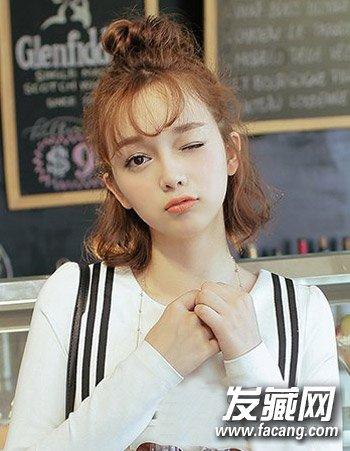 > 少女可爱发型推荐 初秋扮靓发型就学它  导读: 韩式可爱发型1: 独特