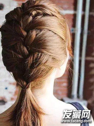 别忙着剪短发 最新花式辫子扎法大全 →鱼骨辫的编法步骤图解 简单