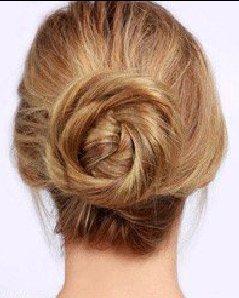 不会扎头发?法式低盘头是欧美 MM 非常心水的发型