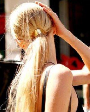 扎马尾的三种技巧 头发少照样扎得漂亮