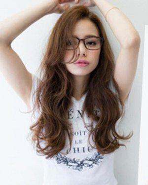 女生中长发蛋卷头发型(3)