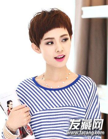 导读:适合职场的短发7 以独特吸睛形式的短刘海造型来增添女生的清爽图片