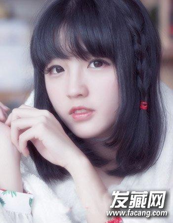 圆脸适合的发型设计 韩式短发干练显瘦 →韩式披肩长发发型 露额的图片