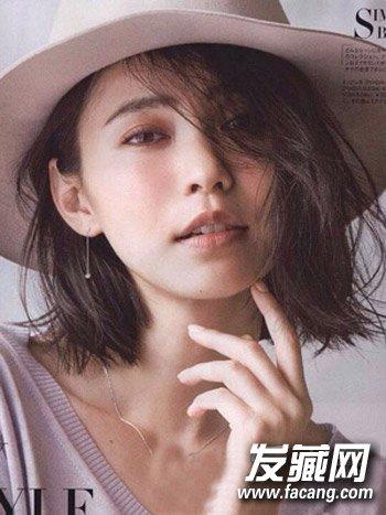 短发发型,侧分斜刘海设计修饰额头甜美瘦脸,很适合mm们日常打理的国字图片