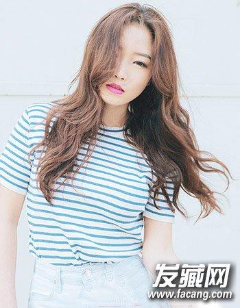 蓬松中分长卷发发型(7)  导读:韩式中分7 浪漫的中长发 烫发发型图片
