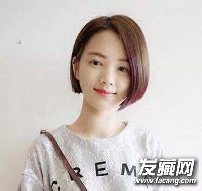 一款韩式齐耳短发发型,侧分发设计很好的修饰了脸型,清新短