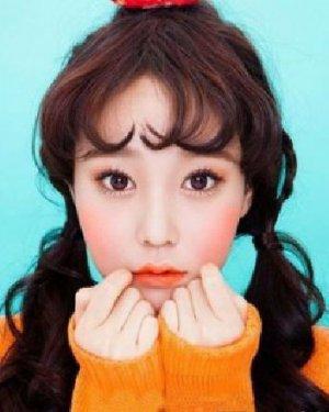 可爱桃心刘海双马尾 时尚发型显韩式风情