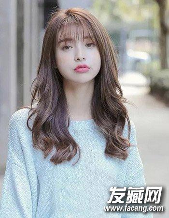 韩式齐刘海卷发2 这种二分之一的卷发发型的打理不仅时尚而且别具图片