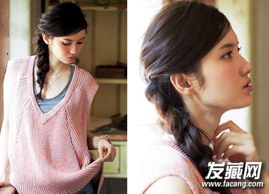 style4 编发马尾   蓬松的编发马尾,上面和侧面的头发空气感强,非常清新修颜,自然的斜刘海更显文艺甜美气质。
