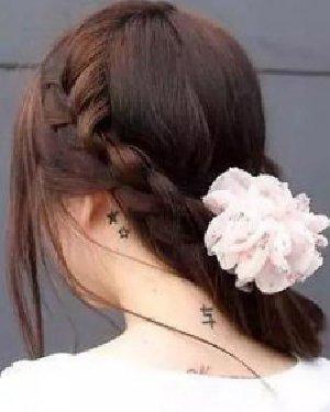 日常必学甜美蝎子辫编发 甜美的编发发型