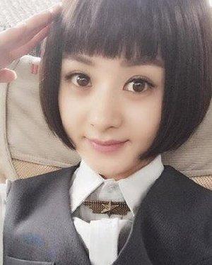 赵丽颖短发+齐刘海的造型 但并不是包子脸最佳发型图片