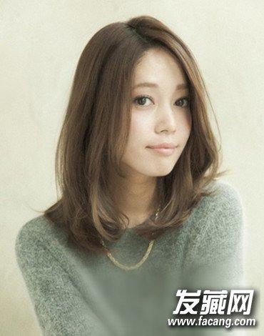 【图】圆脸女生适合的甜美中长发发型图片(2)