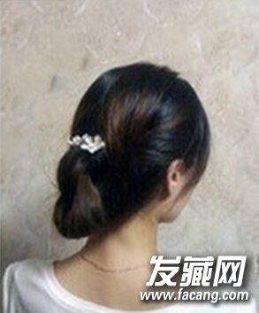 温婉日系盘发教程 →超简单韩式甜美盘发发型三步