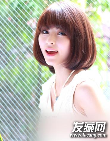 bobo发型 > 2015甜美波波头发型图片欣赏(2)  金棕色的偏分波波头令美