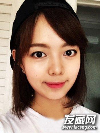 适合圆脸女生的发型图片      时尚甜美的韩式齐肩斜刘海中短发发型