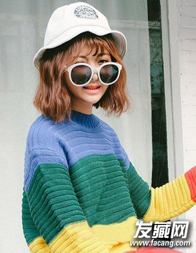 韩式中短发烫发发型,个性的小波浪短发与帽子搭配