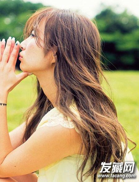 长发的发束部分则使用发 →等到夏天也一样清爽漂亮的卷发 9款任你选