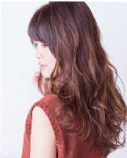 棕红色染发更显时尚甜美 中长发烫发发型分享
