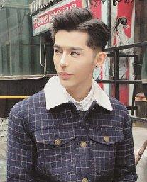 冬季男生短发发型 刘海二八分的发型设计