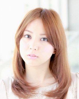 淑女迷人的直发梨花头发型图片