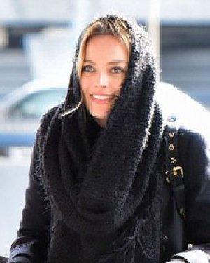 冬季如何盘发 学一款低盘发百搭你的帽子和围巾