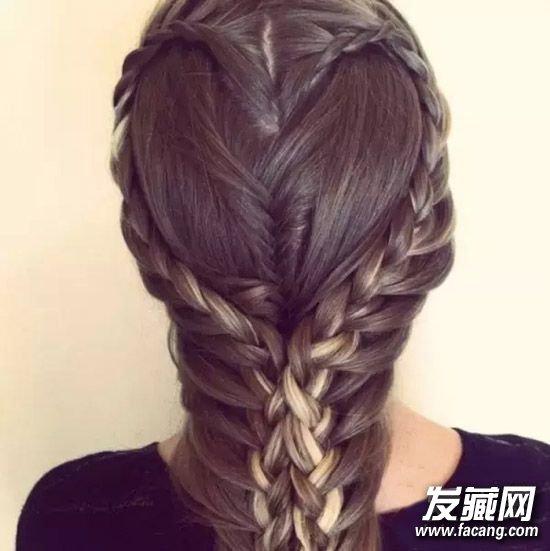 长头发的妹纸们,快来试试最近超火热的爱心编发吧!