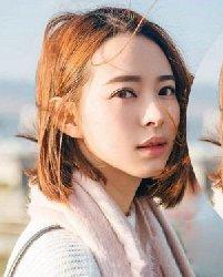 韩国女生示范 简约知性的中短直发发型