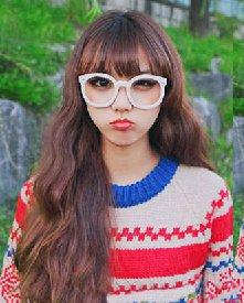 微显厚重感的齐刘海发型 可爱发型专为大学生准备