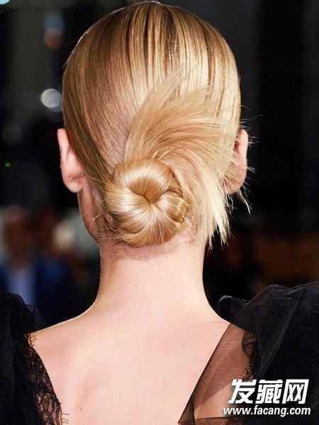 发型网 流行发型 时尚发型 > 新年必备扎发大全 脱颖而出 扎发大全(3)图片