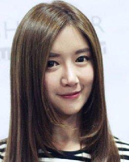 女生圆脸什么发型好看 甜美的长发梨花头发型