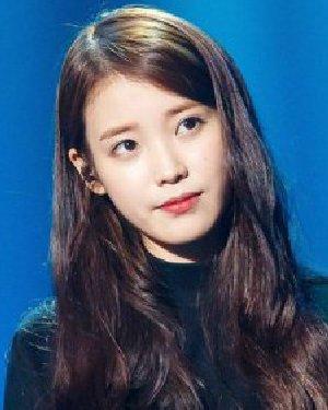 IU李智恩加盟湖南春晚 学她的三七侧分长卷发