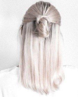春日照样清爽出游 长发发型怎么扎